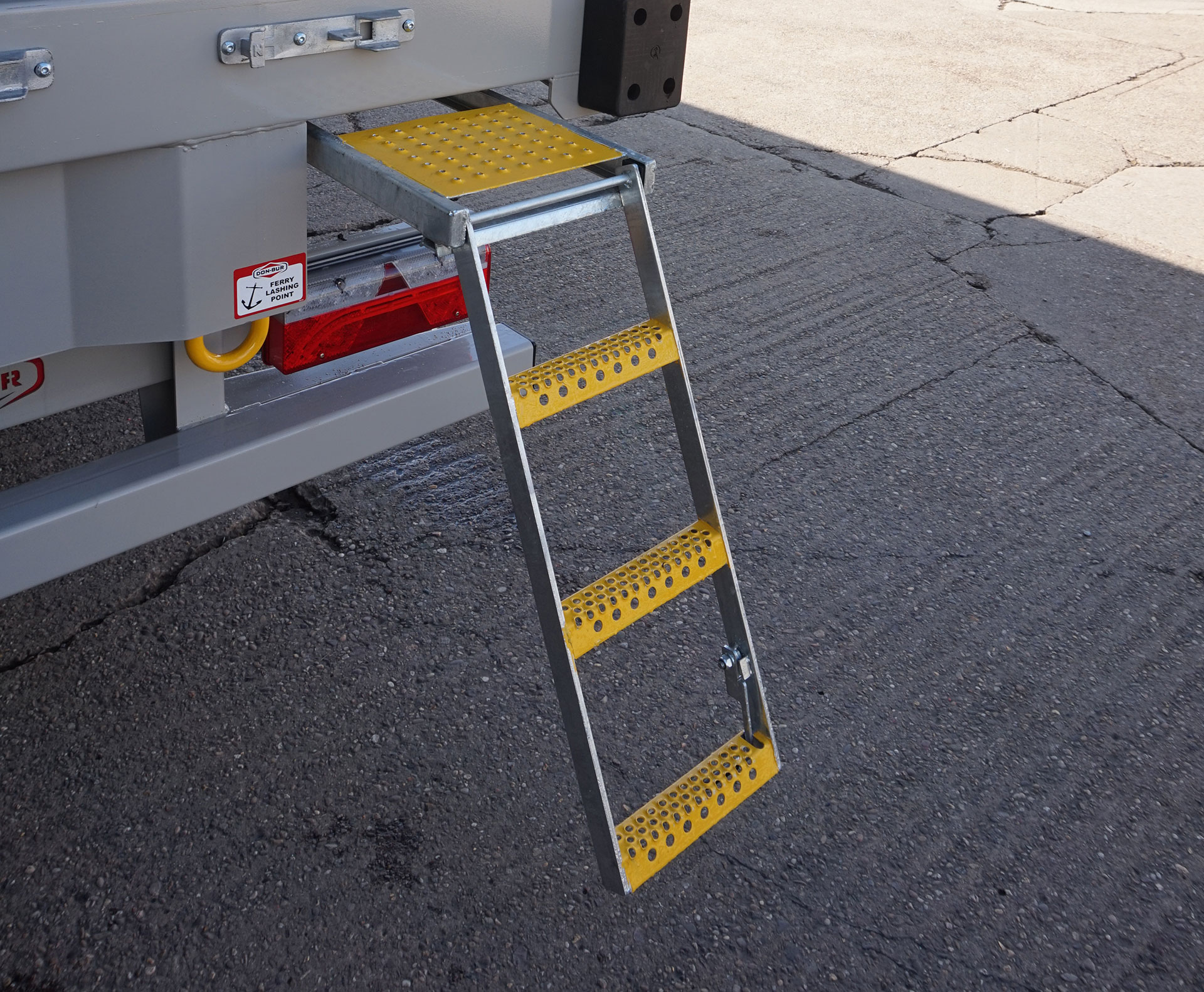 3 Rung Pull-Out Drop-Down Step With Platform