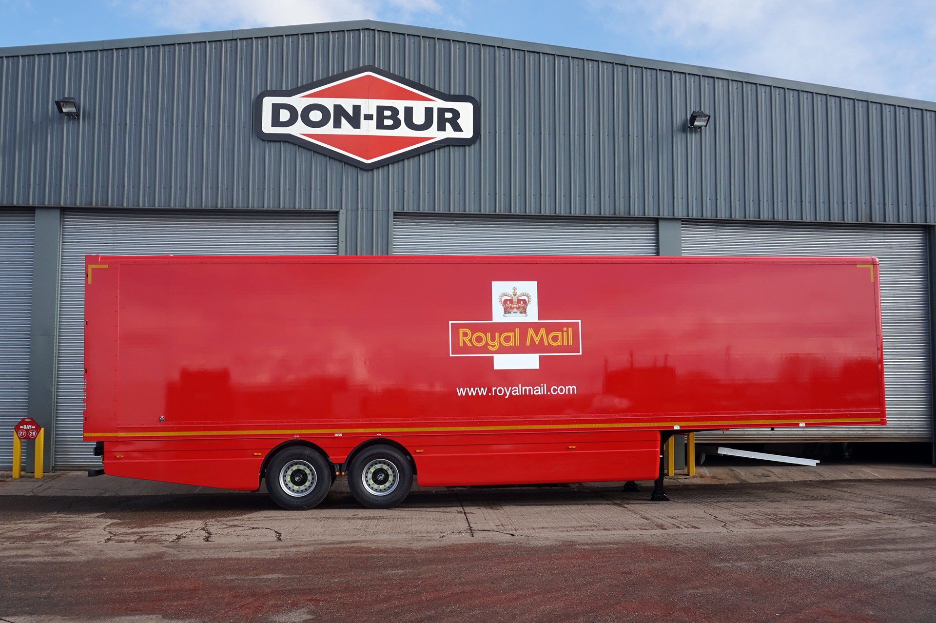 13.6m Box Van Trailer