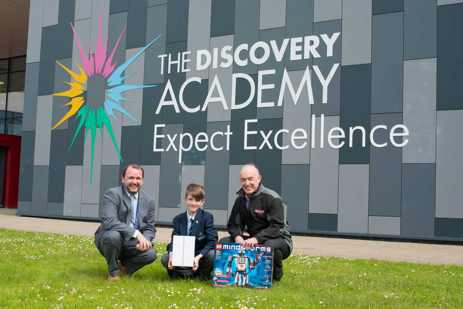 discovery academy outside