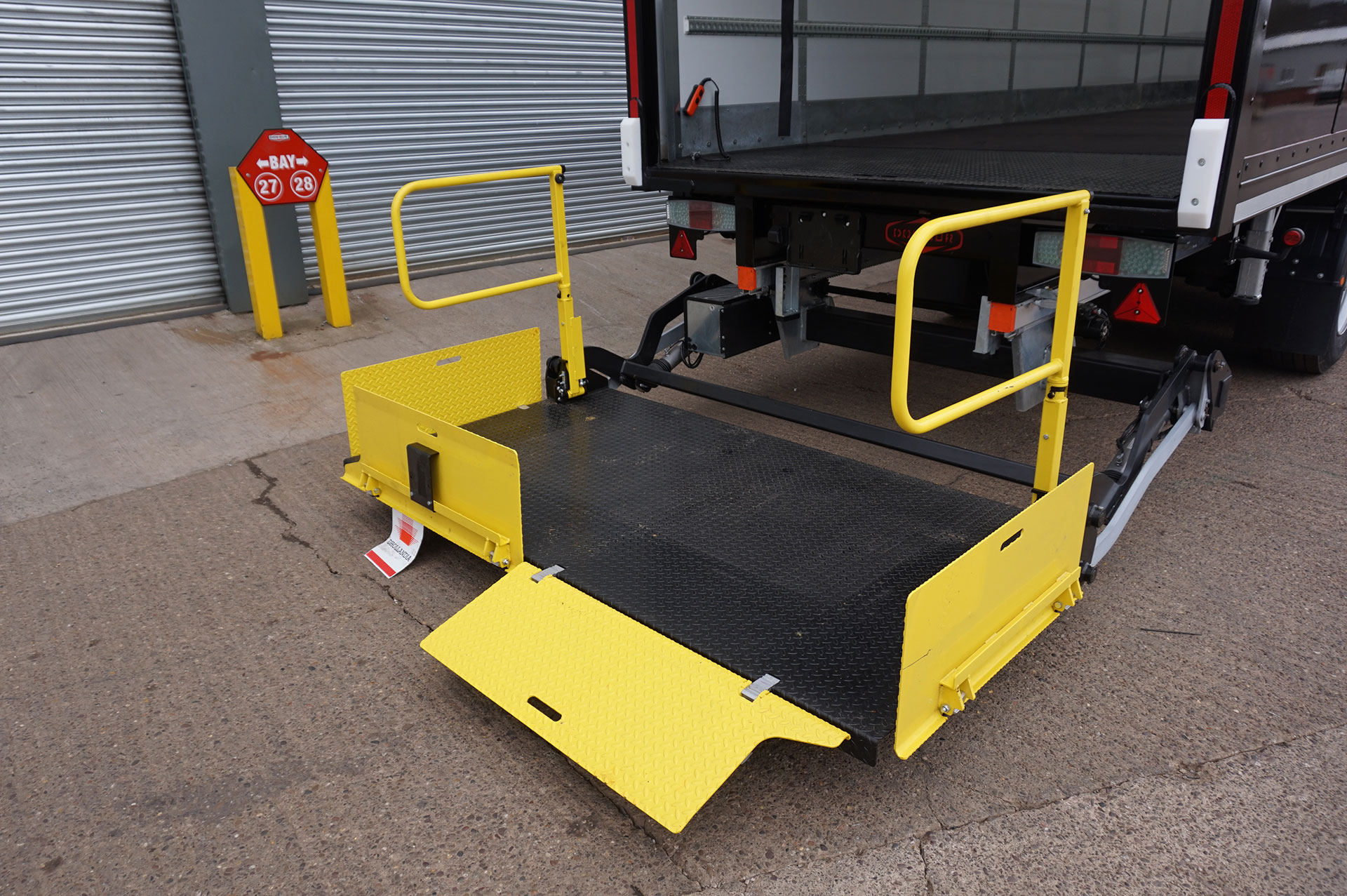 Retractable Tail-Lift