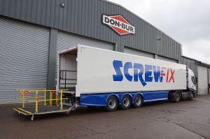 13.6m Box Van Trailer cantilever tail lift