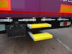 https://www.donbur.co.uk/gb-en/images/uploads/heavy-duty-over-under-pull-out-step.jpg
